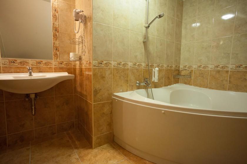 Fürdőkádas fürdőszoba