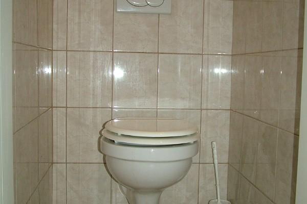 Háromágyas szoba fürdője
