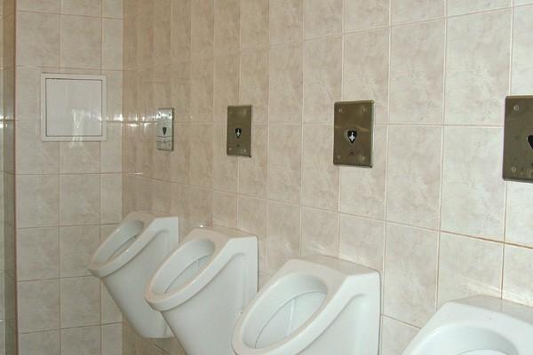 Háromágyas szoba fürdőszobája