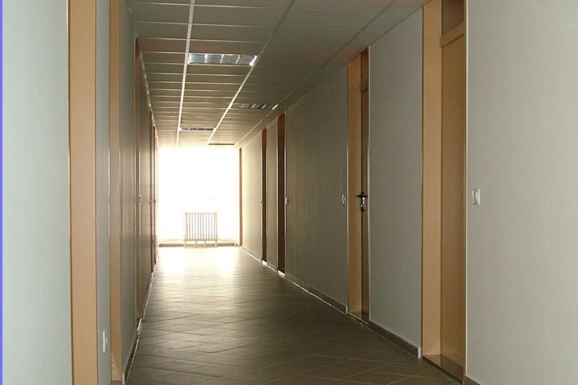 Kétágyas szobák elkülönített folyosója