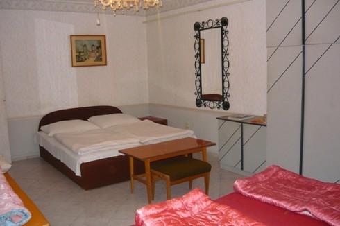 Ötágyas szoba