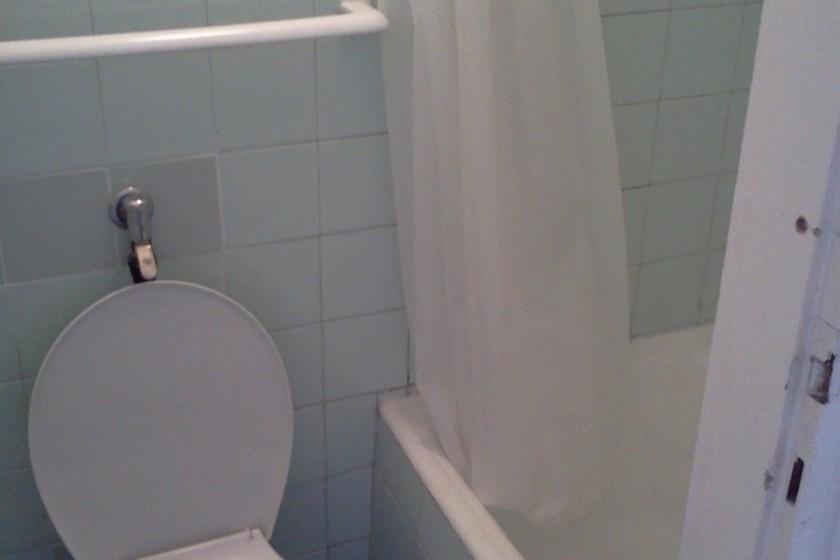 Kétágyas szoba fürdőszoba