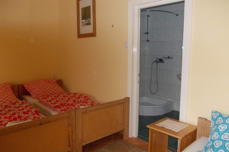 Alsó szint szobája