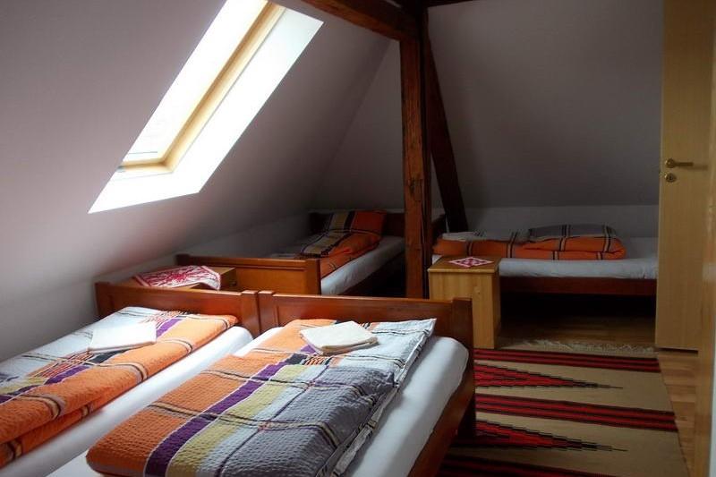 Felső szint szobája