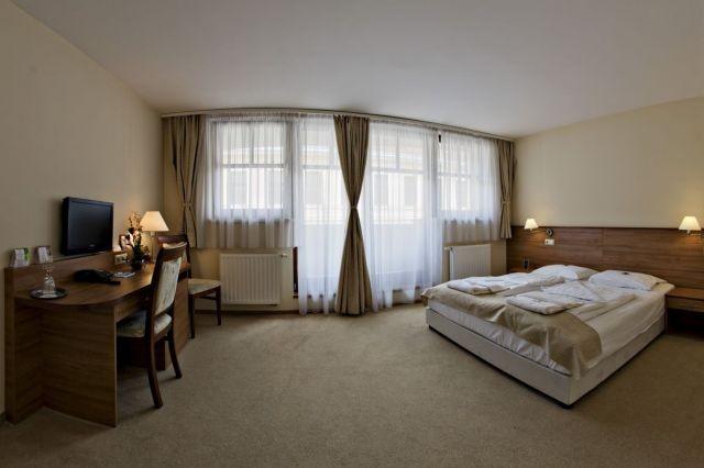 Kétszemélyes franciágyas szoba