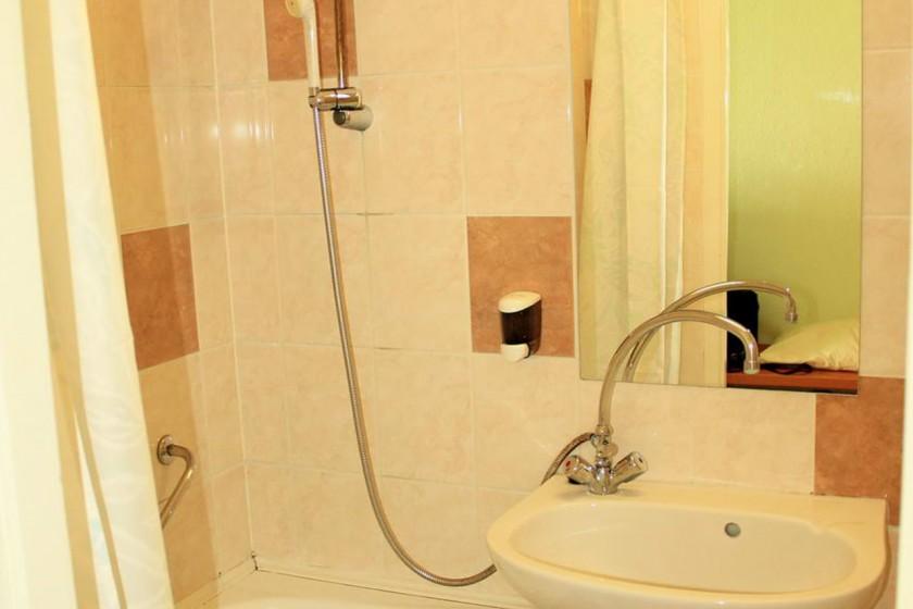 Standard szoba fürdőszobája