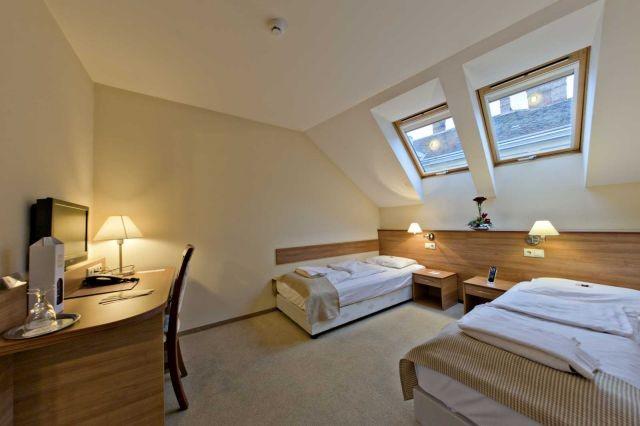 Különágyas szoba