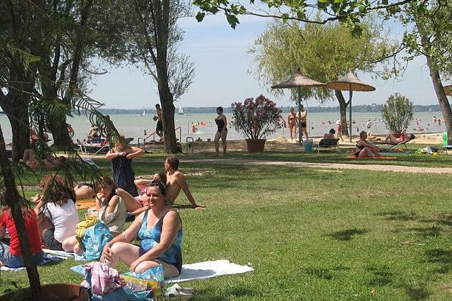 Közeli strand