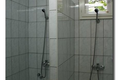 Közösségi Ház zuhanyzója