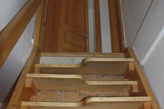 Emeletre vezető lépcső