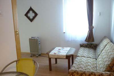 Új apartmanház nappalija