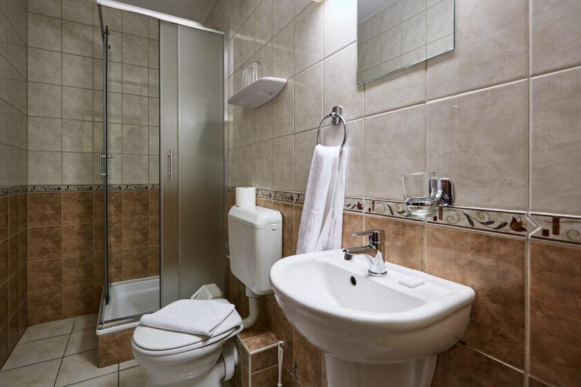 Pihenőkereszt Panzió fürdőszoba