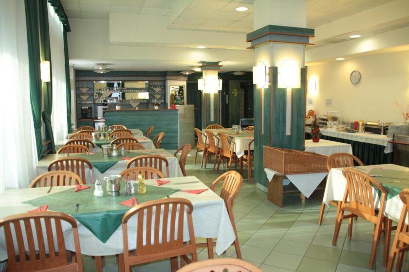 Tisza Sport Hotel reggeliző