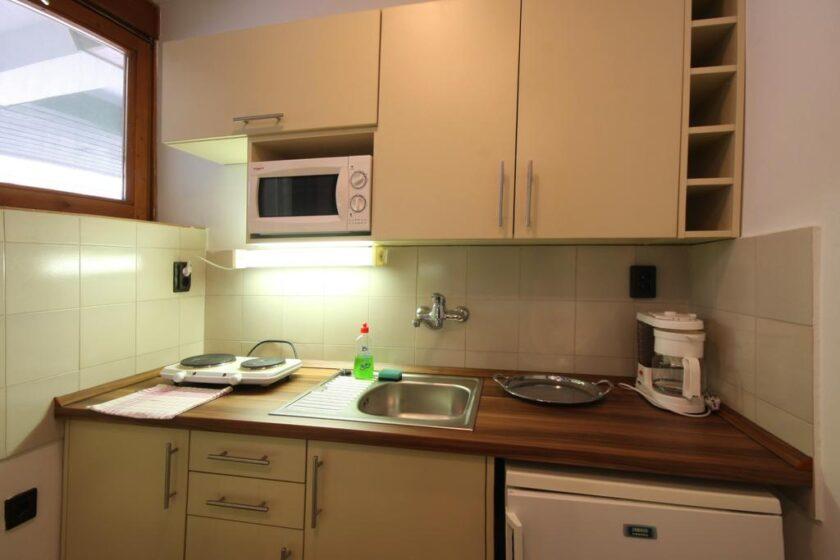 Apartmanszoba konyhája